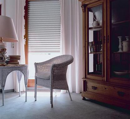 Жалюзи - роллеты (рольставни) сохраняют в помещении прохладу и тень, защищают мебель и ткани от выгорания